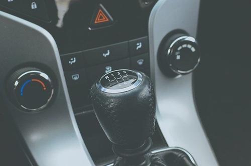 Автоэксперты Шкуматов и Мигаль заявили, что каршеринг иногда выгоднее покупки машины