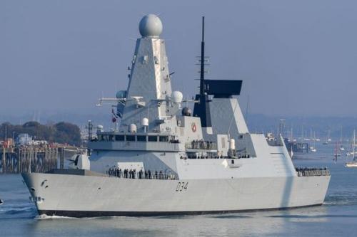 Британский эсминец Defender направляется в спорные воды Южно-Китайского моря