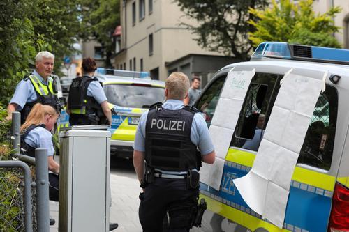 В Берлине ранения получили более 60 полицейских во время протестов несогласных с COVID-ограничениями