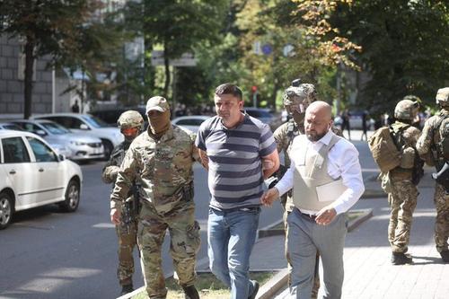 В Киеве задержан мужчина, угрожавший взорвать гранату в здании правительства Украины