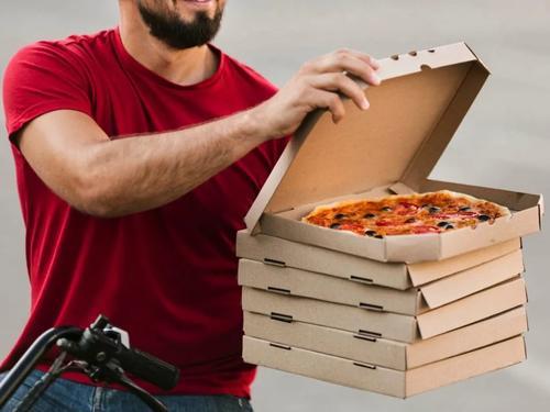 В сети появилось видео, на котором актёра Ивана Рыжикова избивает доставщик пиццы
