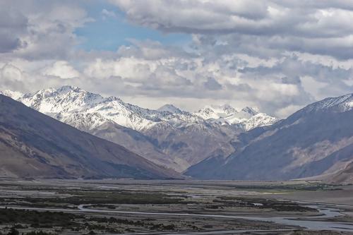В Таджикистане при крушении спасательного вертолёта местной пограничной службы, летевшего к россиянам, погиб пилот