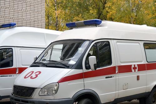 В Екатеринбурге в больницу доставили пострадавшего при пожаре мужчину, самостоятельно эвакуировались 80 человек