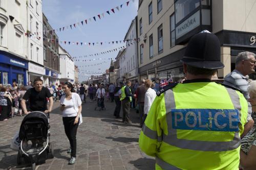 Полиция Западной Мерсии сообщила об обнаружении на западе Британии тел полицейского и ребёнка