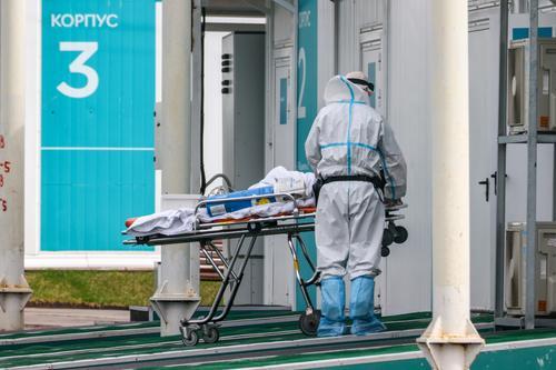 Эксперты назвали причины роста летальности от коронавируса в России