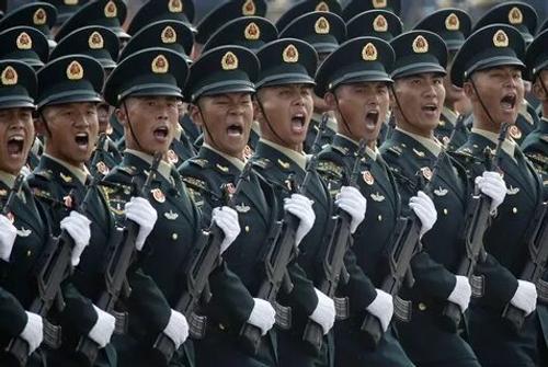 В КНДР состоялся  необычный военный парад