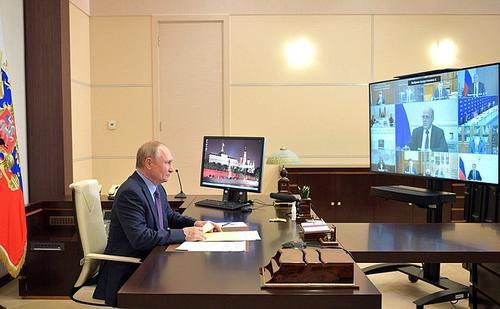 Песков рассказал о здоровье находящегося в самоизоляции Путина: Президент чувствует себя прекрасно