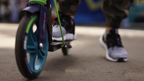 На юго-западе Москвы автомобиль сбил мальчика на электросамокате