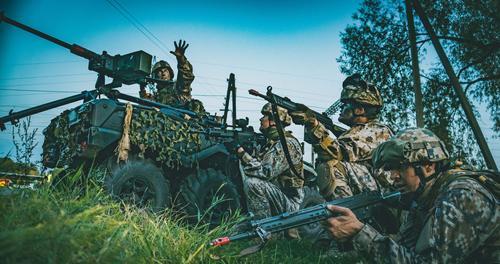 Кому выгодно распространять информацию о нападении России на Латвию