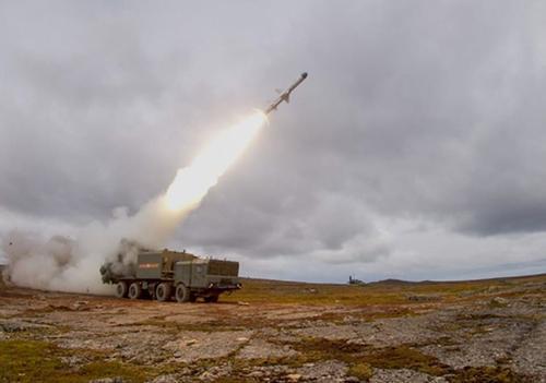 Корабли и береговые ракетные комплексы СФ уничтожили ракетным огнём морские силы условного противника в арктических водах