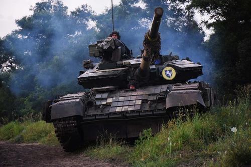 Сайт Avia.pro: армия Украины начала перебрасывать в ночное время тяжелое вооружение в сторону российской границы