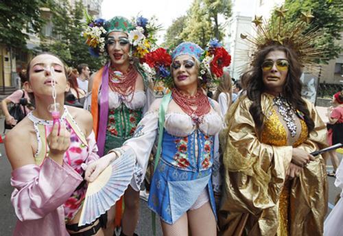 Для гей-парада власти Киева выделили спецпоезд, а охраняли его от националистов западные послы
