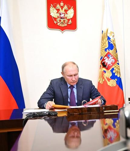 Путин заявил о преодолении спада российской экономики