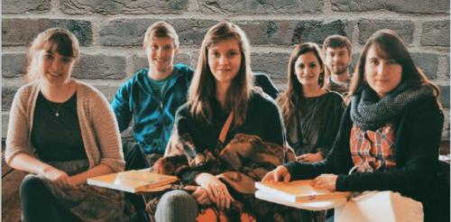 Итальянские школьники изучают географию по учебнику, где Латвия – часть России
