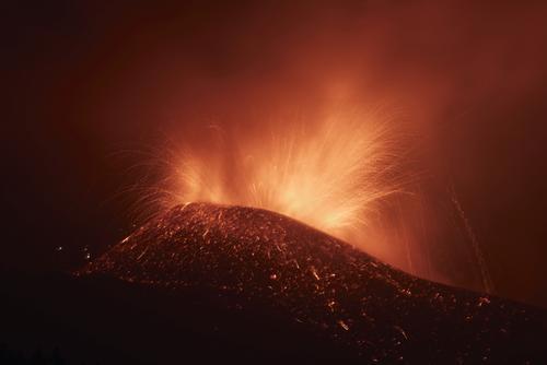 Власти Испании 28 сентября объявят Пальму зоной катастрофического бедствия из-за извержения вулкана