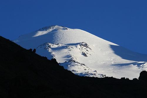 Двое пострадавших на Эльбрусе альпинистов находятся в реанимации в стабильном состоянии