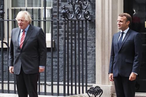 Джонсон предложил Макрону «восстановить сотрудничество» Лондона и Парижа