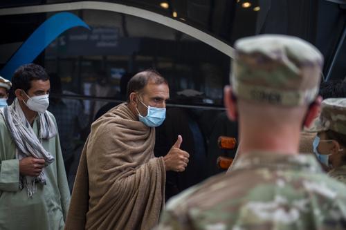 Американская военнослужащая подверглась нападению беженцев из Афганистана на армейской базе