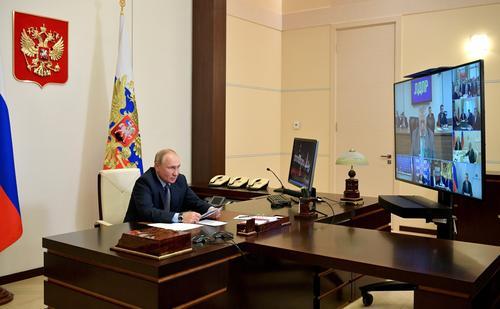 Путин о шутке Жириновского о смехе перед арестом: «Владимир Вольфович, вы как-то мрачновато шутите»
