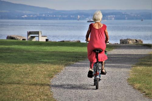 Врач Малиновская заявила, что активным пожилым людям удается быстрее побороть коронавирус