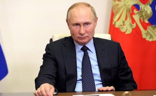 Путин назвал традиционные семейные ценности залогом успешного развития