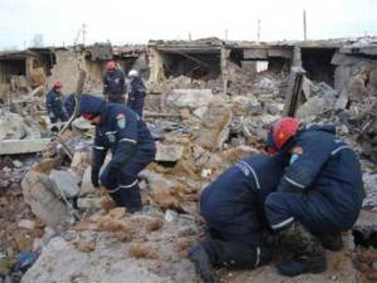 Под завалами обрушившейся в Челябинске стены погибли трое