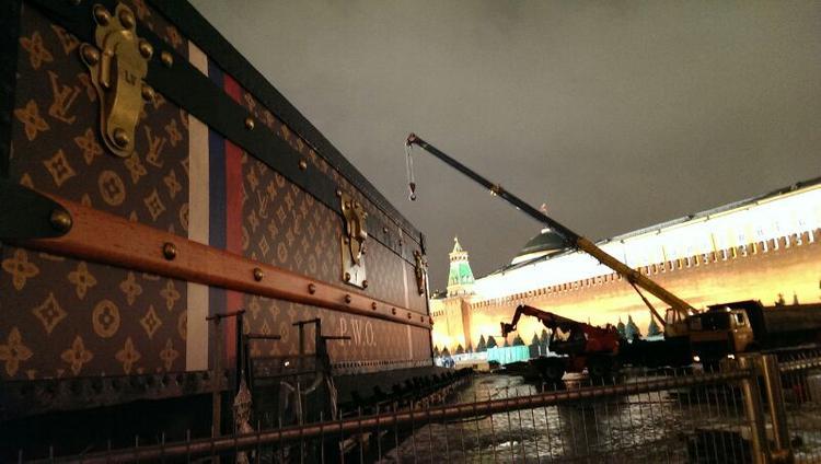 Сундук Louis Vuitton демонтируют до 6 декабря (ФОТО)