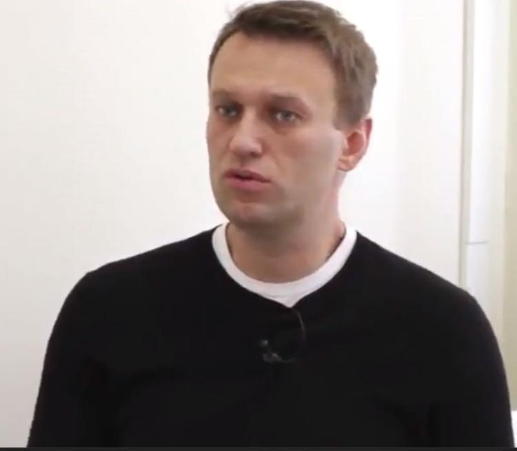 """""""Молодая гвардия"""" предлагает лишить Навального статуса адвоката"""