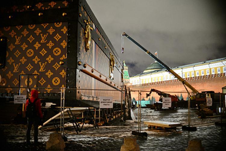 Кинг-Конг обиделся и убрал с Красной площади свой чемоданчик