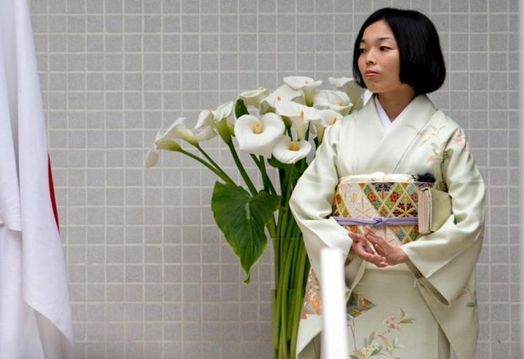 В Японии принцессы падают в обморок от переутомления
