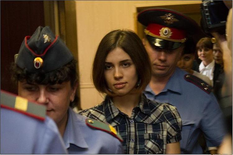 Сенатор Тюльпанов считает Толоконникову самой красивой девушкой России