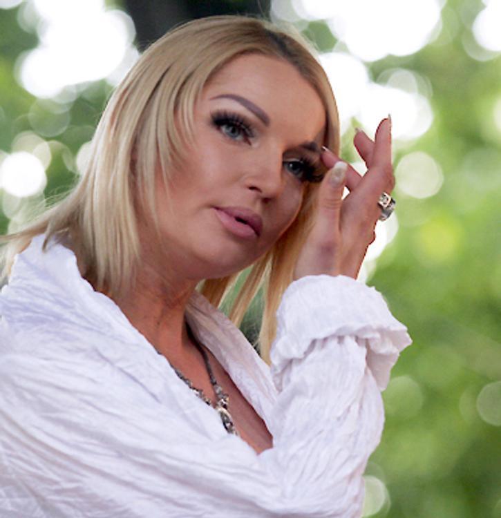 Анастасия Волочкова получила в подарок маленького козлика