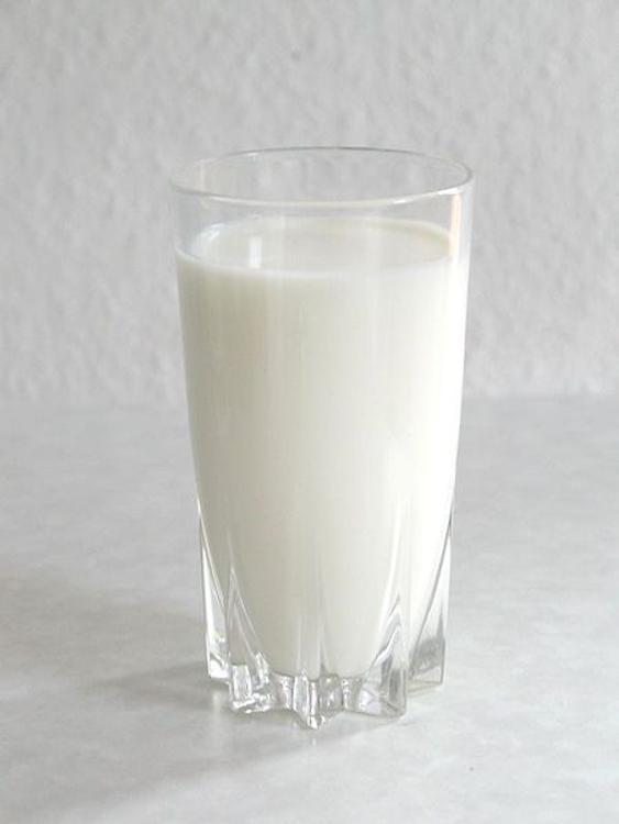 Молоко помогает в лечении угрей