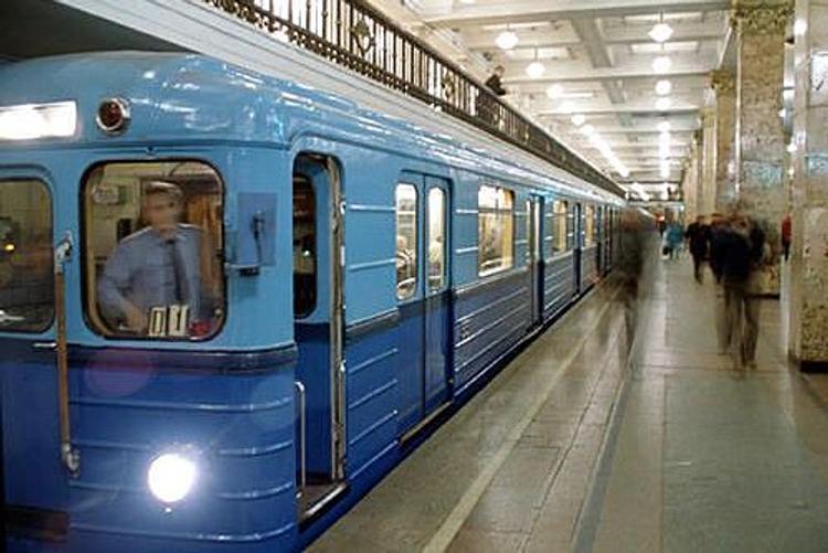 На станции Щукинская человек упал на рельсы