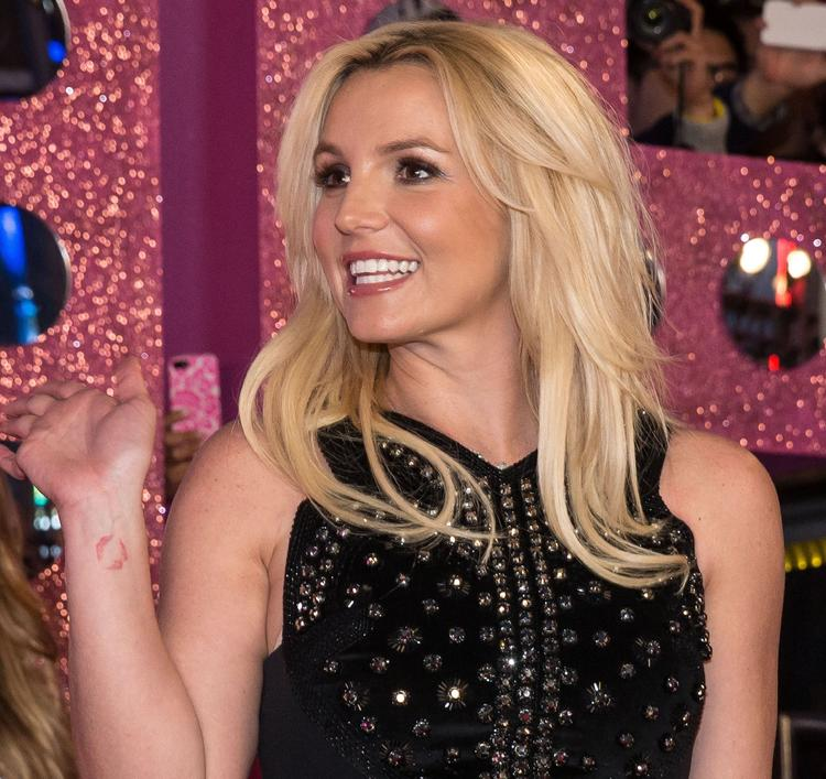 Опекуны Бритни Спирс требуют через суд повышения жалованья