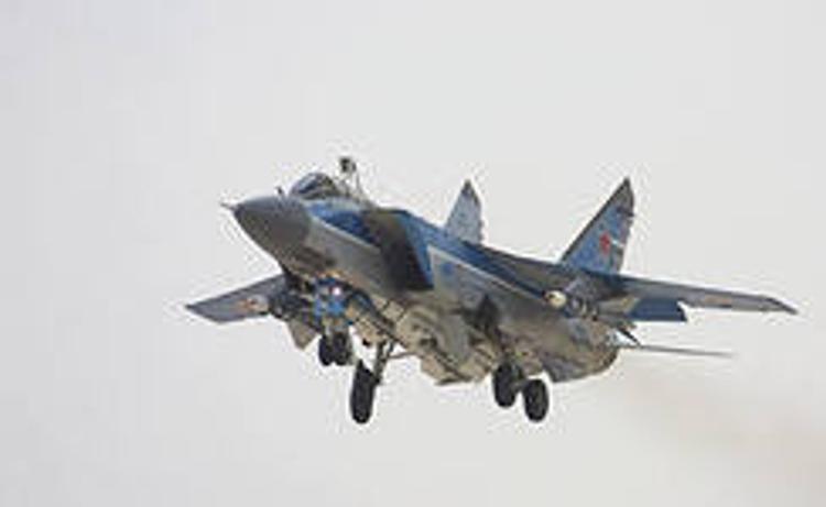 6 истребителей МиГ-31 успешно дозаправились в воздухе в Арктике