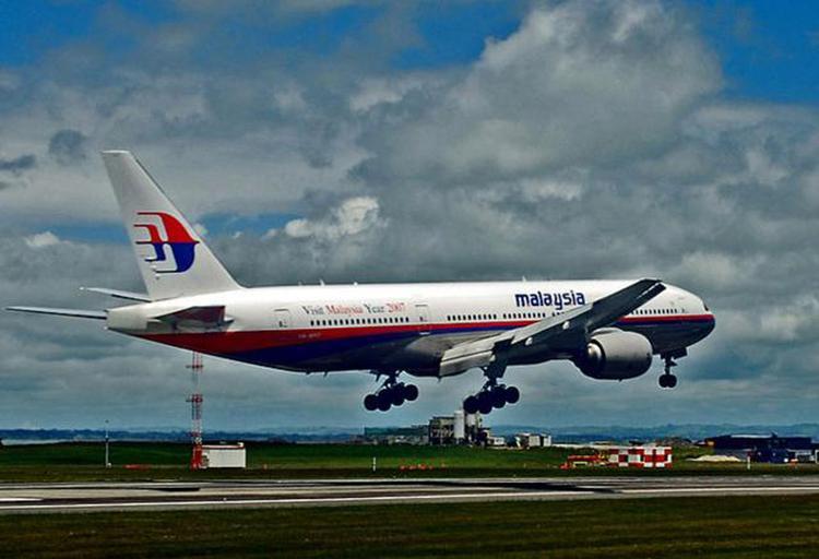 В пропаже лайнера Malaysia Airlines подозревают террористов