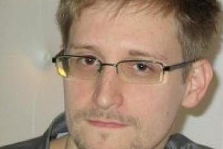 Американская разведка уверена: Сноуден работает на Россию