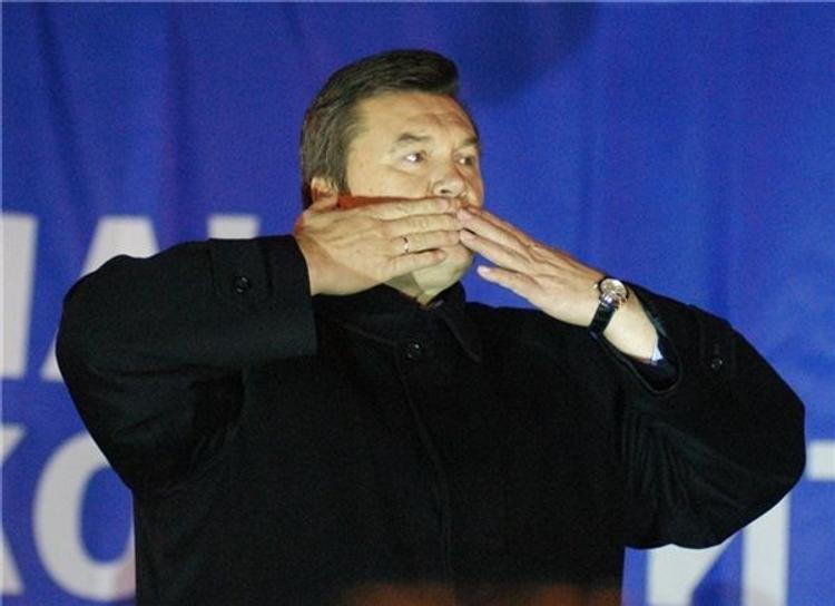 Партия регионов и без просьбы исключит Януковича из своих рядов
