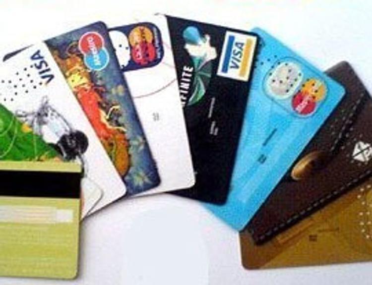 Все платежные системы будут обязаны перевыпустить пластиковые карты