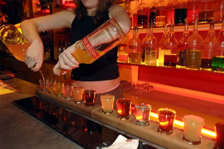 Хозяин бара пообещал бесплатную выпивку за каждый гол Германии и разорился