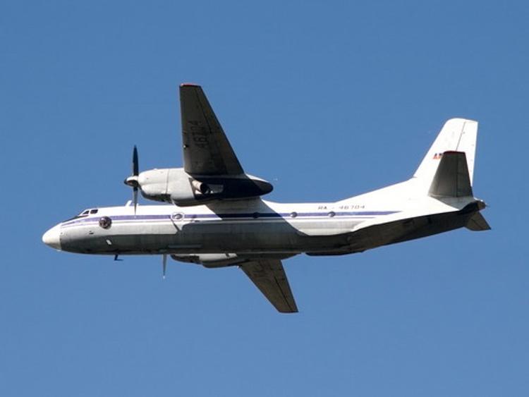 Потеряна связь с экипажем самолета Ан-26 в Луганской области
