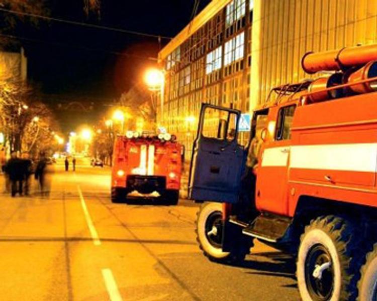 Пожарные потушили здание ФСБ в Махачкале