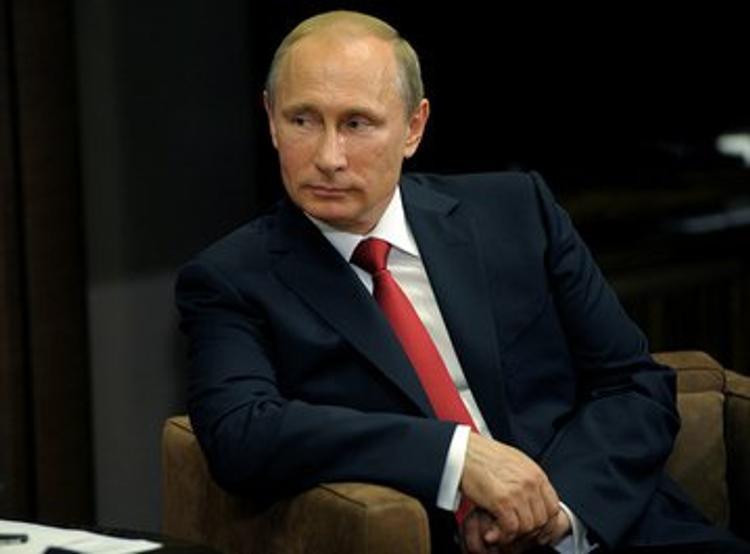 Владимир Путин получает зарплату на карточку два раза в месяц