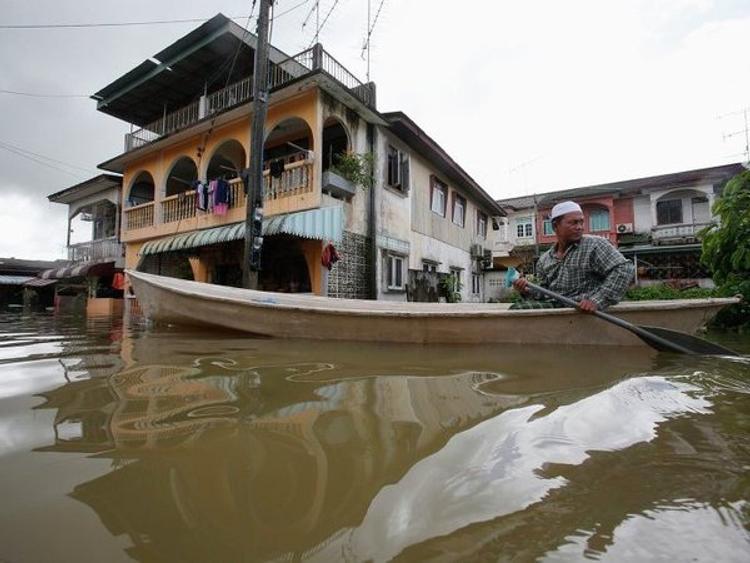 В Малайзии сильнейшее наводнение, эвакуированы сотни тысяч человек ВИДЕО