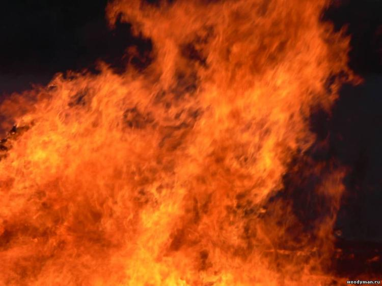 При пожаре на парковке на Рублевке сгорели Volkswagen Tiguan,  BMW Х5 и Mercedes