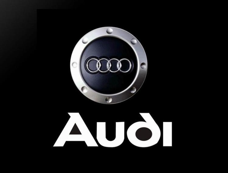 В Сети появились первые официальные фотографии Audi R8