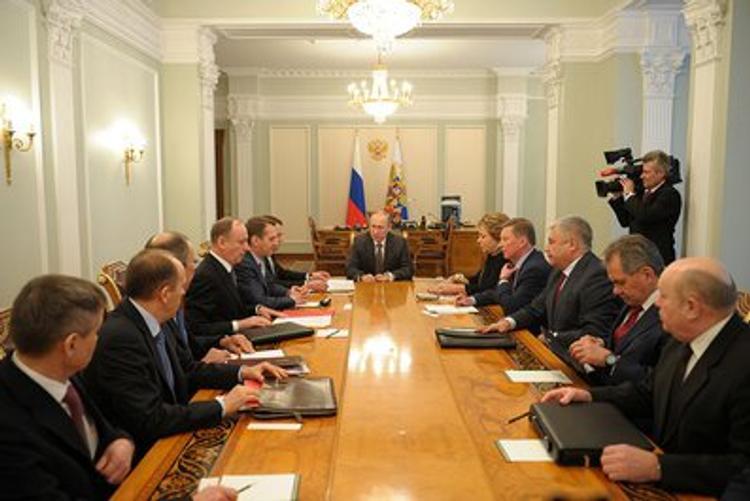 Путин провел совещание с членами Совбеза РФ по реализации минских соглашений
