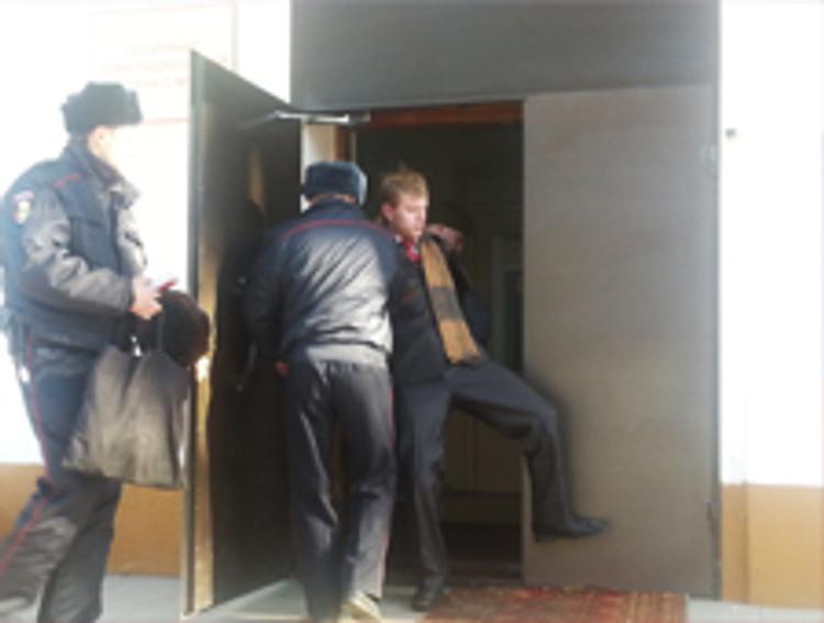 Комсомолец надебоширил на 100 тысяч рублей