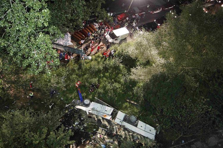 В Бразилии автобус с туристами упал в пропасть, много погибших ВИДЕО